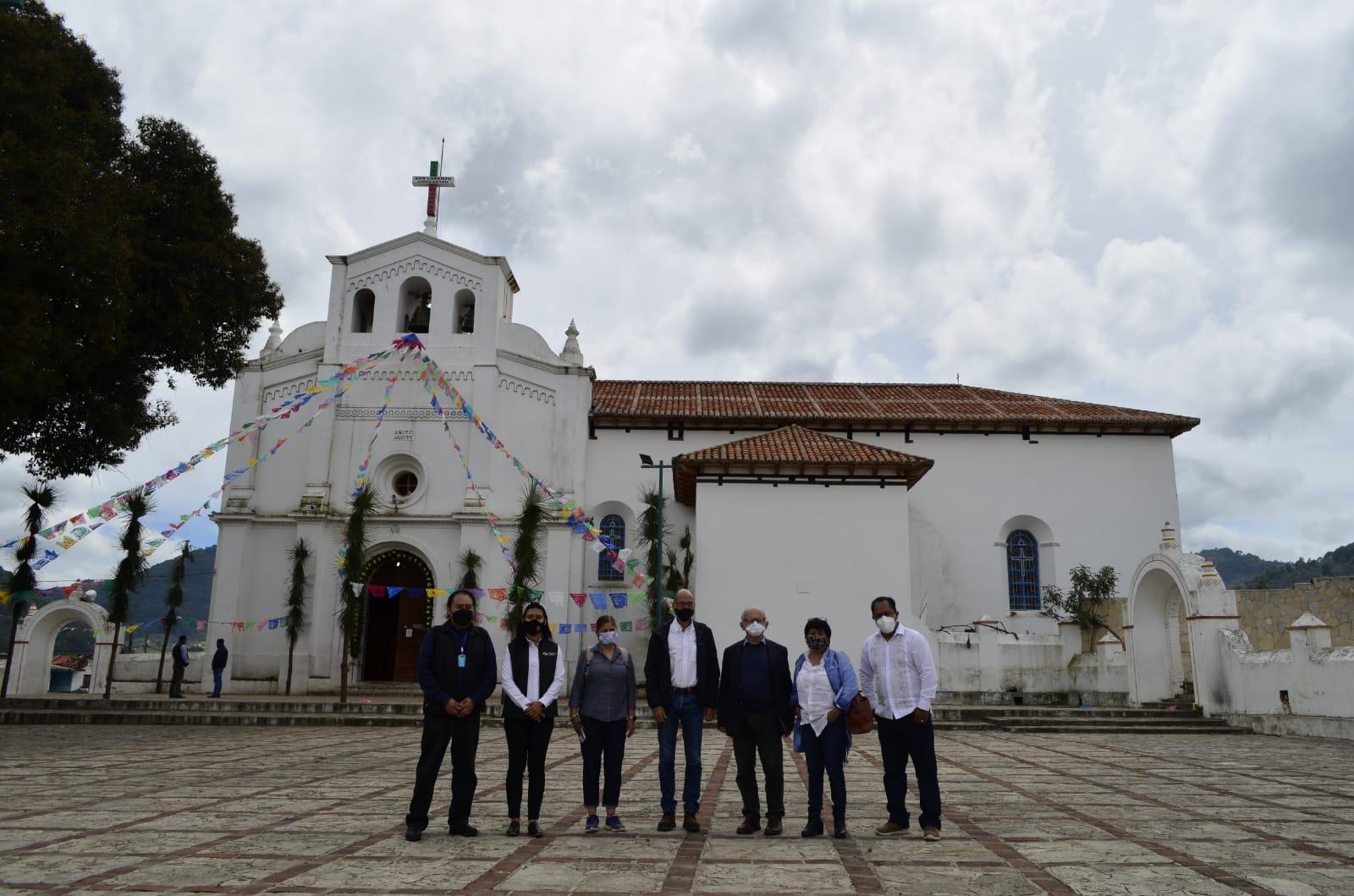 Avanza reconstrucción de templos en Chiapas